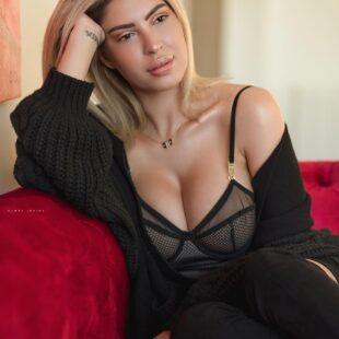 meriemdebbagh breast fngml 07